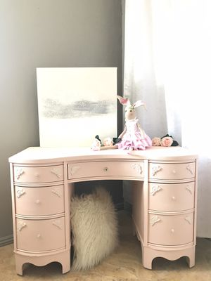 Blush Pink & White Curved Wood Desk for Sale in West Covina, CA