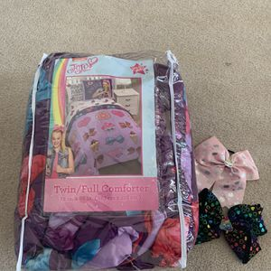 JoJo Siwa twin full comforter and two bows for Sale in Madison, WI