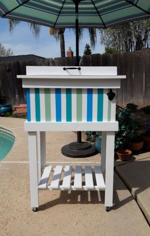 Patio Cooler Ice Chest Portable for Sale in Fresno, CA