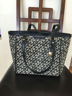 Tommy Hilfiger purse for Sale in Chula Vista, CA