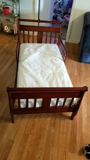 Toddler bed w/mattress for Sale in Delta, CO