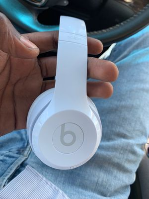 Gently used Beats Solo 3 with Warranty and Accidental Damage Protection (Best Buy GSP-R) for Sale in Berkeley, MO