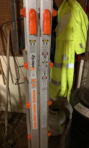 Velocity 300lbs ladder with universal truck ladder racks for Sale in San Antonio, TX