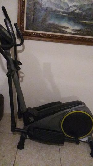 Gold's Gym Elliptical exercise machine for Sale in Pompano Beach, FL