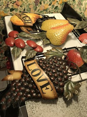 Beautiful big fruit decor for kitchen , Dinner area or any room set of five (5) for Sale in New York, NY
