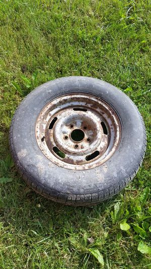 15x7 Chevy Rally wheel and 205 75 15 tire for Sale in Waldo, OH