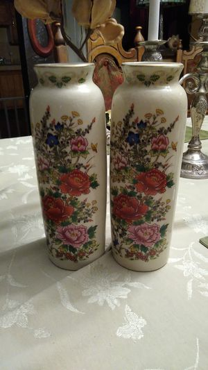 Japanese vases 12 inches tall for Sale in Albuquerque, NM