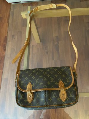 LV Shoulder bag for Sale in Diamond Bar, CA