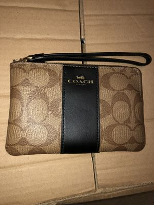 Coach Wristlet in Colorblock Signature Canvas for Sale in Los Angeles, CA