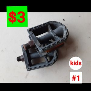 Bike parts/ partes bicicleta/ kids pedals/ pedales niño for Sale in Phoenix, AZ
