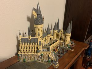 Like New Harry Potter Hogwarts LEGO Set 6000+ Pieces for Sale in Grapevine, TX
