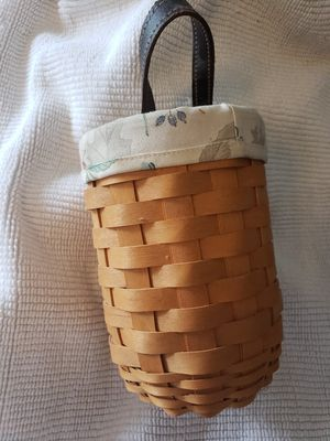 2006 LONGABERGER BEVERAGE WINE TOTE HOLDER HANDLED BASKET WITH PROTECTOR NICE for Sale in Vero Beach, FL