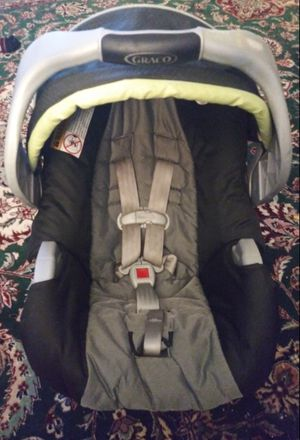 Graco infant car seat with base for Sale in Brookline, MA
