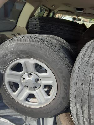 JEEP RIMS AND TIRES P255/75R16 for Sale in Pomona, CA
