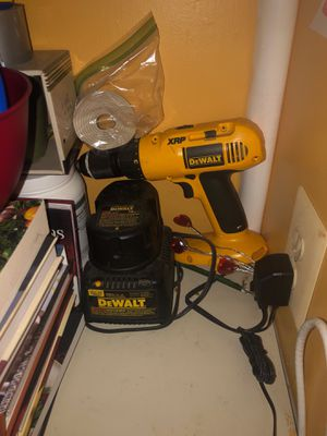 Dewalt drill w battery for Sale in Alexandria, VA