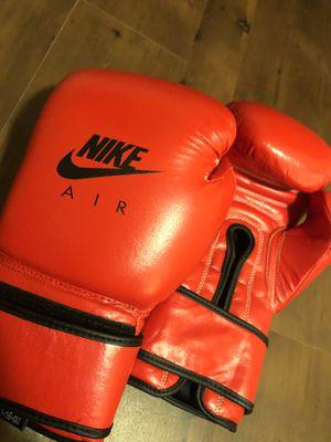 Boxing gloves Leather 16oz for Sale in Belleville, NJ