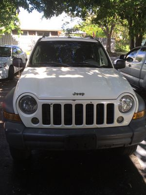 Part out Jeep Liberty 2006 no engine for Sale in Miami, FL
