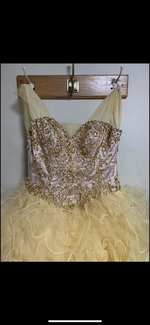 Dress size 2-4 for Sale in Palos Hills, IL