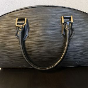 Louis Vuitton Handbag - 100 %authentic for Sale in Los Angeles, CA