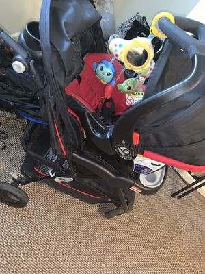 Car seat & stroller for Sale in Country Club Hills, IL