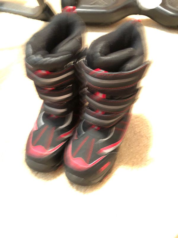 Kids snow boots size 1 totes brand $5