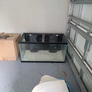 100 Gal Fish Tank for Sale in Gibsonton, FL