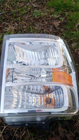 Headlights Ford E150 pasenjer 2009 o 2015 for Sale in Woodlawn, MD