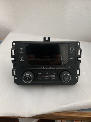 2015 Dodge RAM 1500 Radio Receiver Display Screen Stereo for Sale in Visalia, CA