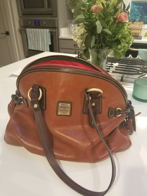 Dooney and Bourke domed satchel leather purse for Sale in Issaquah, WA