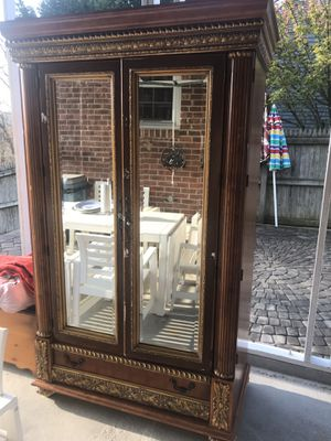 Beautiful Antique ARMOIRE ! Make me a raisonnable offer , very low offer will be BLOCK ! Thanks ! for Sale in Adelphi, MD