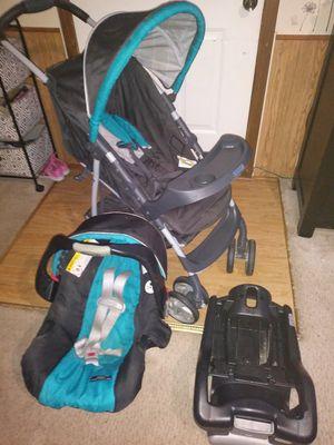 Car seat/ stroller combo for Sale in Wichita, KS