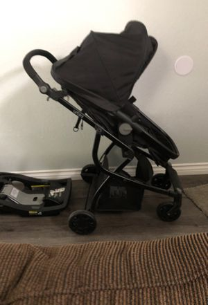 Urbini car seat and stroller combo for Sale in San Jacinto, CA