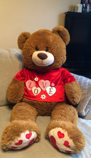 Giant Valentine Teddy Bear 🧸 for Sale in Calumet City, IL