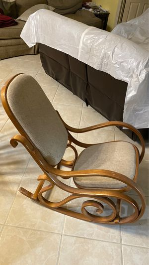 Light brown rocking chair for Sale in Fellsmere, FL
