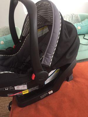 GRACO SNUG A RIDE CAR SEAT + BASE for Sale in Hollywood, FL