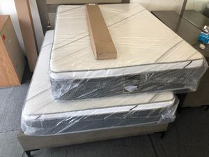 queen pillow top mattress with boxspring for Sale in Rialto, CA