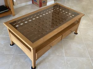 Glass top Coffee table for Sale in Kissimmee, FL