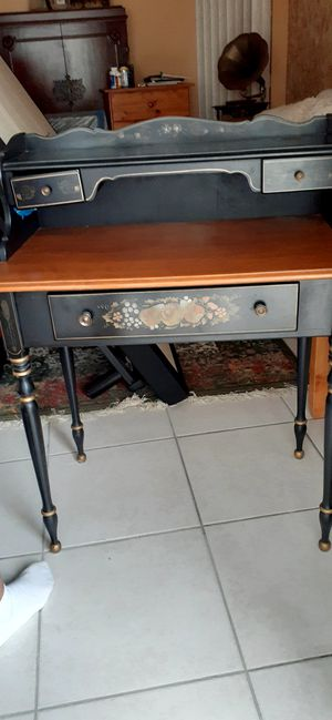 Ethan Allen antique desk. for Sale in Miami, FL