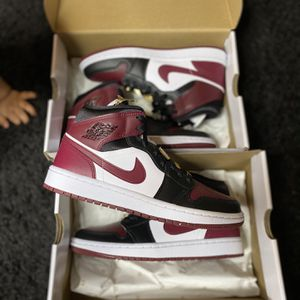 Jordan 1 Mid Beetroot for Sale in Henderson, NV