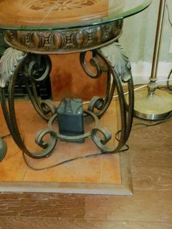 Glass Top Side Table for Sale in Fresno,  CA