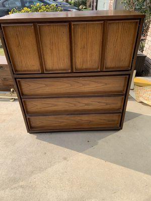 5 drawer dresser for Sale in Fresno, CA
