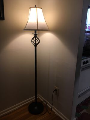 5 ft floor lamp for Sale in Baltimore, MD