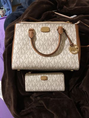 Micheal Kors - Authentic Purse and wallet for Sale in Chillum, MD