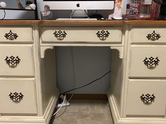 Beautiful Desk! Need Gone!! $25 for Sale in Graham,  WA