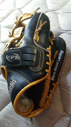 Baseball glove for Sale in Smyrna, TN