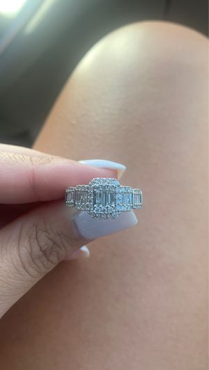 1 carat total weight diamond ring size 7 for Sale in Surprise, AZ