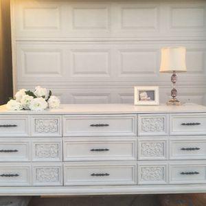 Beautiful Dresser/Buffet/Entertainment Console for Sale in Carol Stream, IL