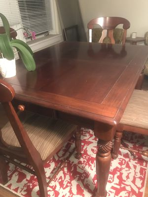 Dining table for Sale in Cleveland, OH