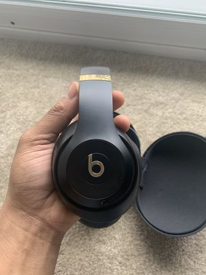 Beats studios black & gold for Sale in Baltimore, MD