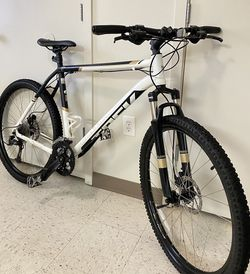 Trek Mountain Bike 27.5 for Sale in Tacoma,  WA